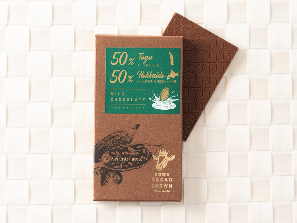 舌で溶かすと、上品なシナモンに似た香りが感じられるチョコレート。ほんのり香ばしいキャラメルのよう な風味が残ります。 トーゴは、ガーナの隣国ですが、まったく違ったカカ オの味を楽しめます。
